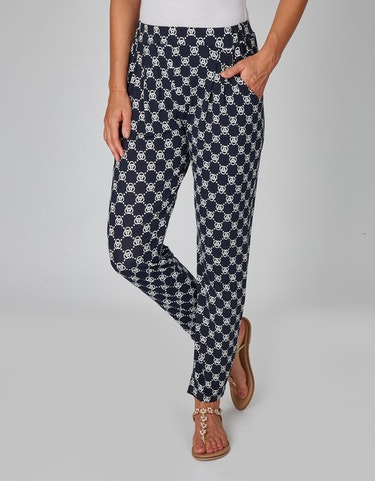 Hosen - Jerseyhose mit Allover Print und Bundfalten, 38  - Onlineshop Adler
