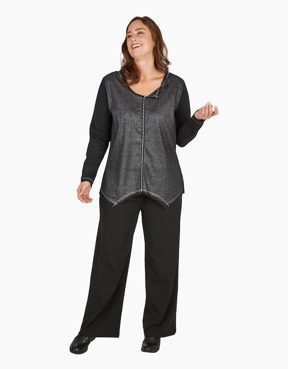 Thea Shirt mit silberfarbener Prägung und raffiniertem Ausschnitt und Saum | ADLER Mode Onlineshop