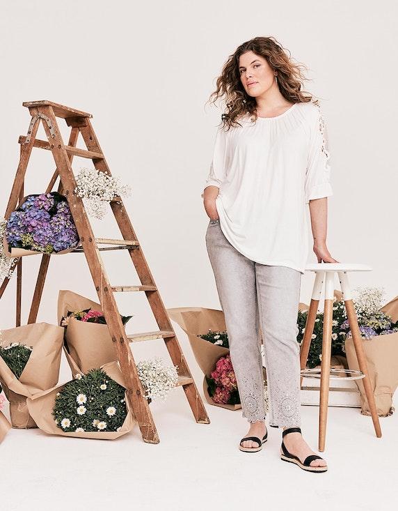 Thea Jeans mit Stickerei, Strass und Ziernieten in Silvergrey Denim | ADLER Mode Onlineshop